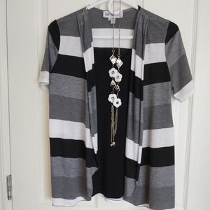 2/$15 Lana Lee top with necklace